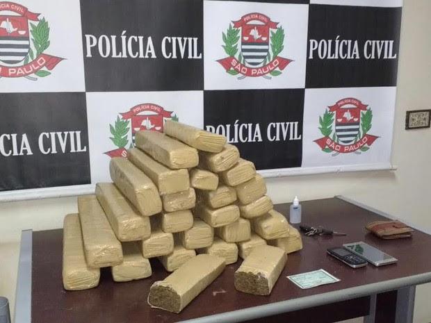 Polícia apreendeu 30 kg de maconha em Cosmópolis neste sábado (Foto: Divulgadão/Dise)