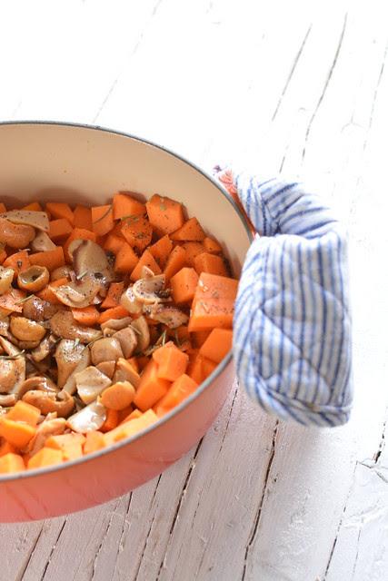 Sformatini di Avena con Ragù bianco di Zucca e Funghi e Cuore filante di Tartufo