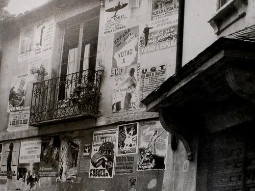 Carteles electorales en la Plaza de San Nicolás, Toledo. Fotografía Rodríguez