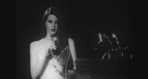 No vídeo Hino Nacional, Lana faz o papel de Marilyn Monroe cantando Happy Birthday to JFK.  Como observado em vários artigos anteriores, Marilyn Monroe é o protótipo da programação Beta e serviu como escravo de JFK por vários anos.