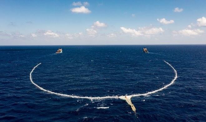 Система сбора пластика Ocean Cleanup готова взяться за Большое тихоокеанское мусорное пятно