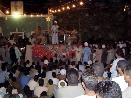 حفل غنائي في شارع صعيدي