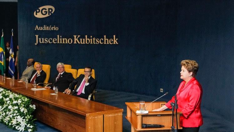 Dilma Roussef na posse de Rodrigo Janot como procurador-geral da República, em 17/09/2013.  Na mesa, Aragão. Foto:Roberto Stuckert Filho/PR