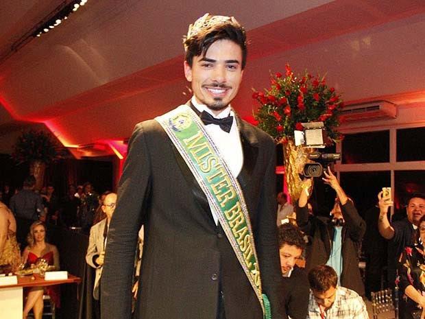 Renan Cunha, de 26 anos, foi eleito Mister Brasil 2015 (Foto: Elias Medeiros/G1)
