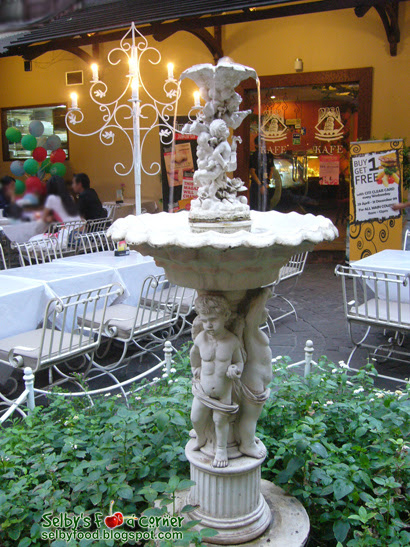 kafe pisa fountain