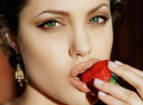 Angelina Jolie Biography by Biilboard Hot 100