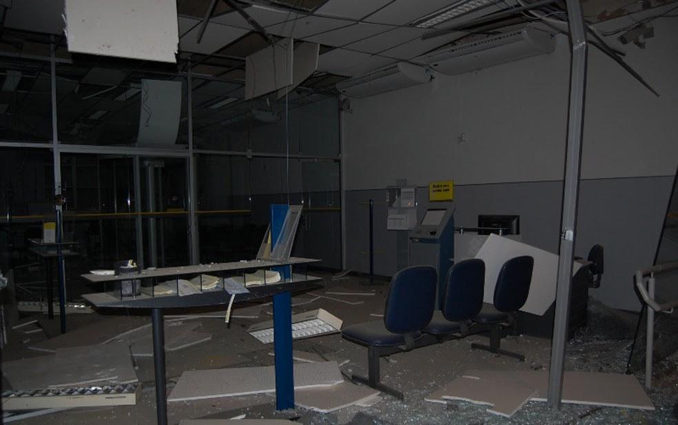 Ataque a banco ocorreu na madrugada desta segunda-feira (24) (Foto: Blog Agmar Rios)