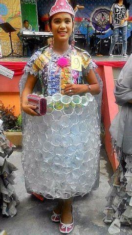 hasil karya gaun daur ulang  limbah  unik