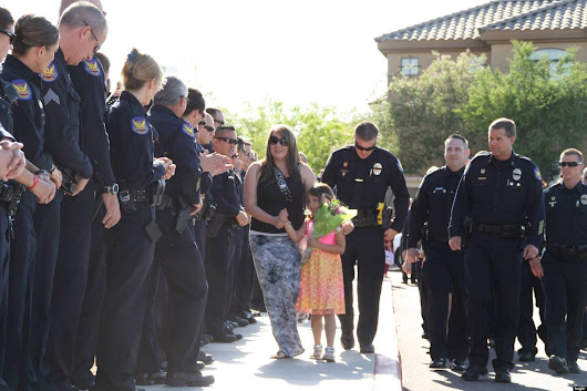 Tatum Raetz Kindergarten Graduation: Police Force Shows Support For 5-Year-Old To Honor Her Dad's Memory (VIDEO)
