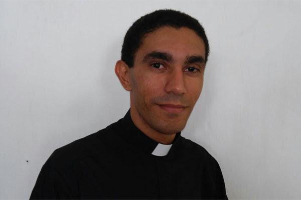Antônio Roberto nasceu em Natal/RN e tem 31 anos