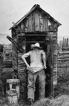 photo outhouse_gotago.jpg