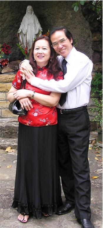 Tôi và bà xã. Tình cờ gặp nhau ở trại tỵ nạn Hồng Kông và cùng chung chuyến bay sang Úc. Ảnh chụp năm 2010.