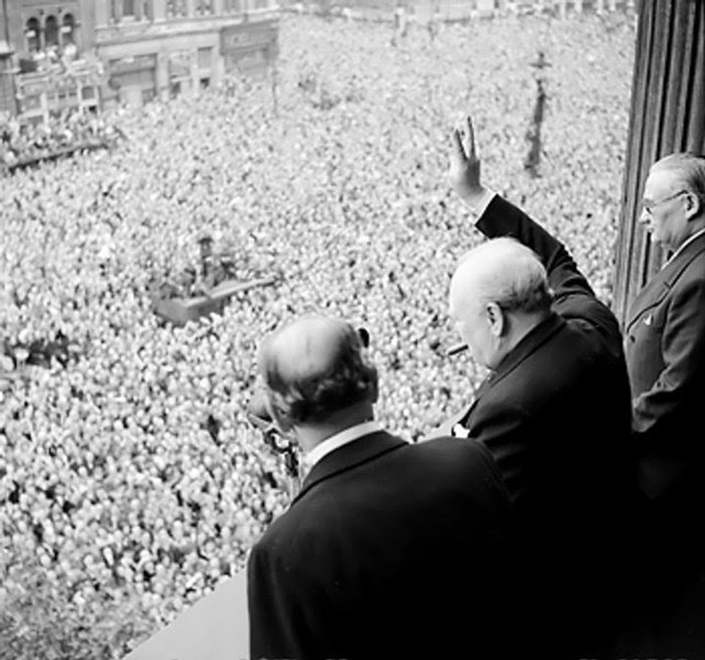File:Churchill waves to crowds.jpg