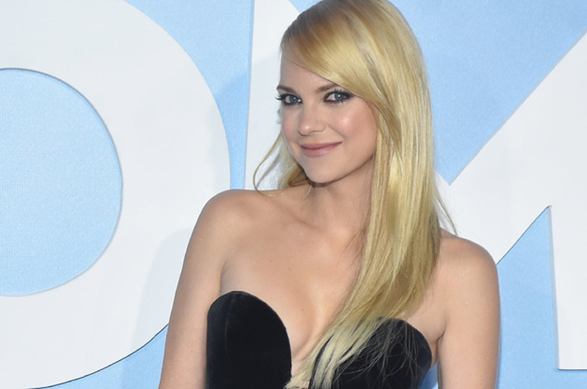 Anna Faris Just Revealed That She Got Married To Michael Barrett