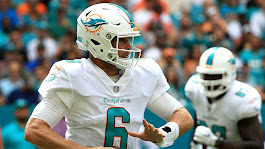 Dolphins' Jay Cutler leaves game vs. Jets with chest injury | NFL | Sporting News