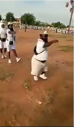 Dwarf Corper Leads Parade, Wows Other Corpers (Video)