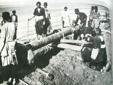 Bakhtiari workers laying oil pipeline for Anglo-Persian Oil   Company