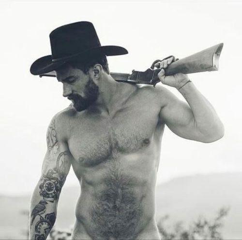 gayarkadaslik: Real men carry rifle 👍👍😁 Little hunks on the...