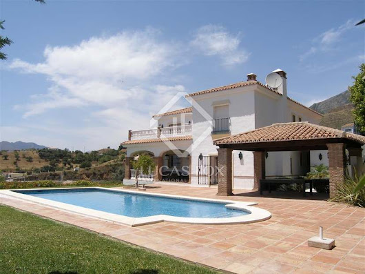 Wonderful 6-bedroom villa in a sought-after area of Mijas with views
