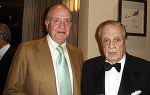 El Rey y Fernández Campos, durante la fiesta. (Foto: María Eugenia Yagüe)