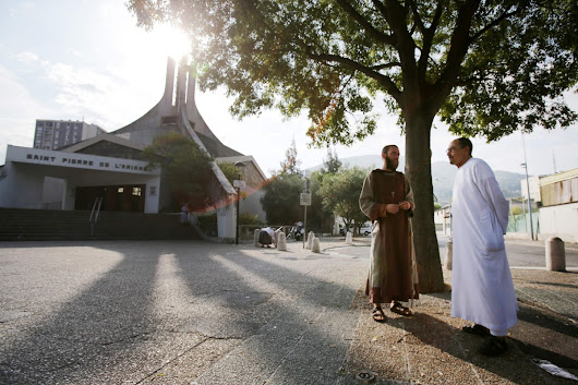 Muslims Go to Catholic Mass Across France to Show Solidarity