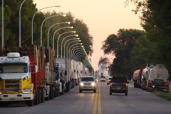 Santa Rosa |  Paro y manifestación: hay 100 camiones demorados en la ruta 35