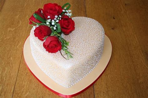 5 dulcet heart shaped wedding cakes 22   Cakes