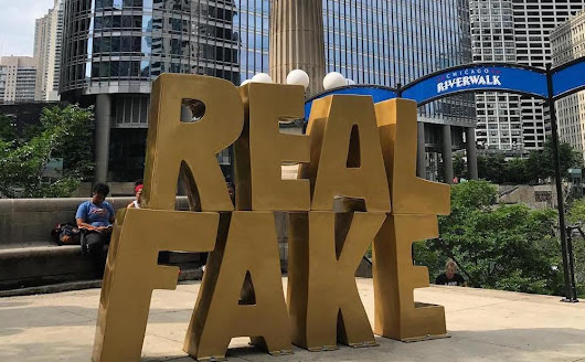 "Chicago Installs ""REAL FAKE"" Sculpture in Front of Trump Tower"