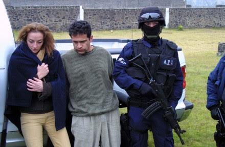 La detención de la francesa Florence Cassez, en diciembre de 2005. Foto: David Deolarte