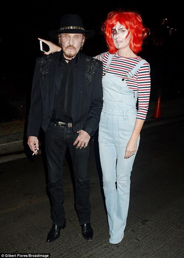 Sacre bleu!  cantor francês Johnny Hallyday parecia ainda mais spookier do que seu estado normal, enquanto a esposa Laeticia parecia igualmente inquietante como Chucky