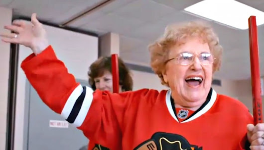 Gotta See It: Blackhawks surprise seniors with 'old-time hockey' - Sportsnet.ca