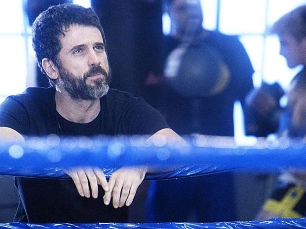 Gael fica pensativo depois de ouvir as reclamações da filha (Foto: TV Globo)