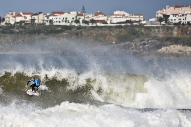 Dia histórico para o surf português em Peniche