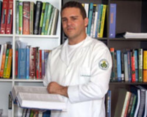 PERFIL - Carlos Rafael Dantas conseguiu realizar seu sonho de ser médico, apesar das dificuldades