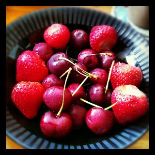 #strawberries #cherries #fruit #fresh #yumo #sodelicious #summer #snacks #red