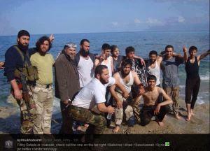 τζιχαντιστές δροσίζονται στις ακτές της περιοχής του Kassab