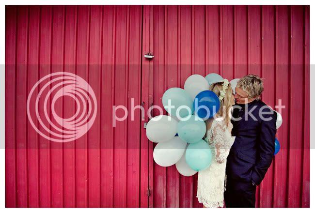http://i892.photobucket.com/albums/ac125/lovemademedoit/vintage_chic_wedding015.jpg?t=1288714032