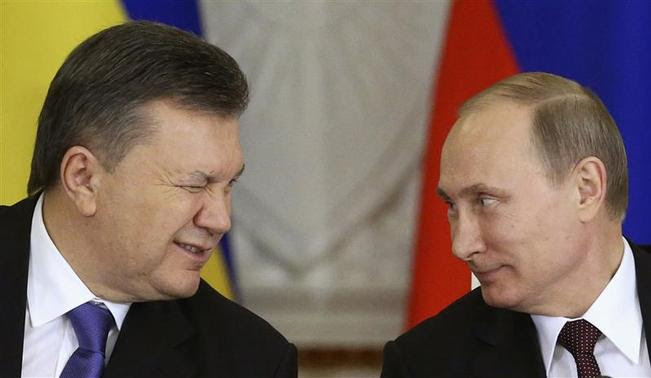 Ukrainian President Viktor Yanukovich (L) gives a wink to his Russian counterpart Vladimir Putin during a signing ceremony after a meeting of the Russian-Ukrainian Interstate Commission at the Kremlin in Moscow in this December 17, 2013 file photo. REUTERS-Sergei Karpukhin-Files