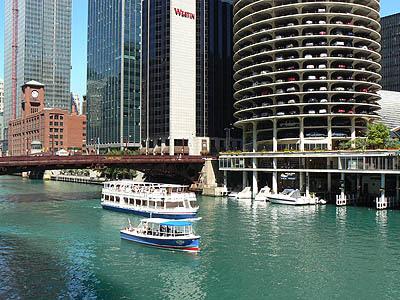 chicago river sous les épis de maïs.jpg