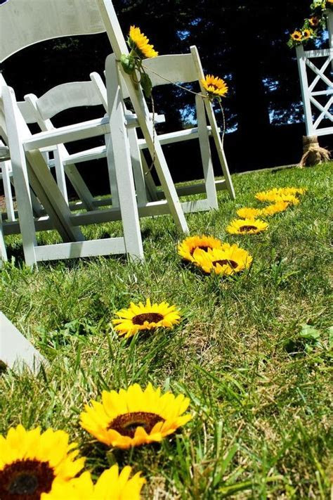 25  best ideas about Sunflower wedding decorations on