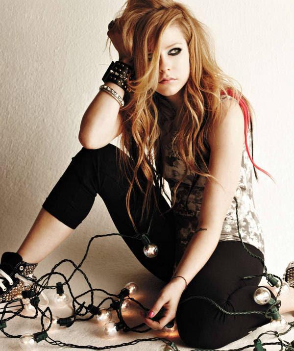 Avril Lavigne Flashes Her