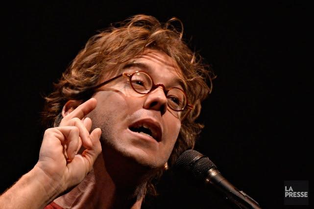 «J'ai un village dans la bouche», chante Fred Pellerin, après avoir énuméré... (PHOTO BERNARD BRAULT, LA PRESSE)