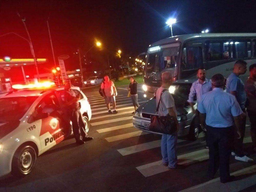 Resultado de imagem para Motociclista reage a tentativa de assalto e mata criminoso a tiros em Taubaté