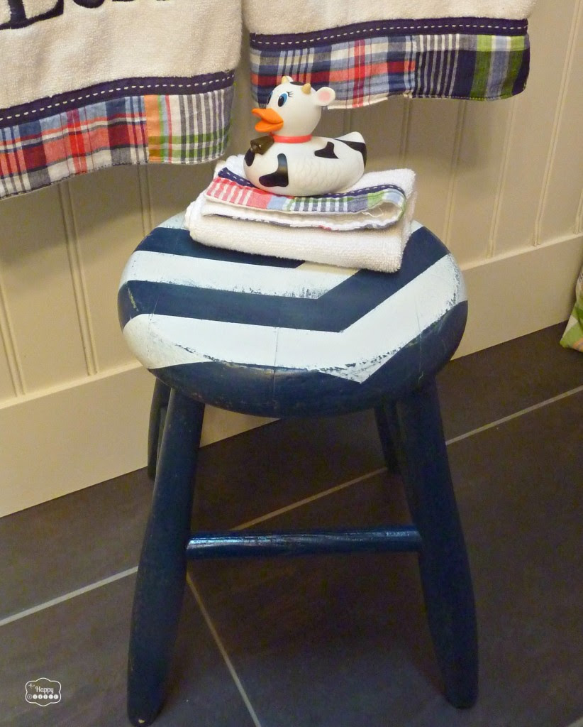 DIY Arrow Striped Stool Revamp with distressing at thehappyhousie