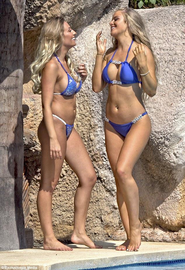 Quente quente quente!  Megan - que apareceu na segunda temporada de Ex On The Beach - usava seus cabelos loiros longos em ondas praiano e usava maquiagem pesada, apesar do calor do verão