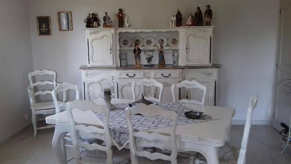 Salle à Manger Relookée Customisée En Blanc Vieilli Et
