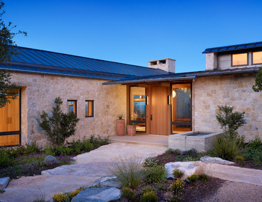 Houzz Tour: A Dream Limestone-and-Wood Home on a Cattle Ranch