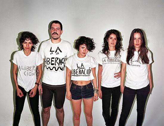 Foto da banda Cansei de Ser Sexy (CSS), que liberou novo álbum hoje