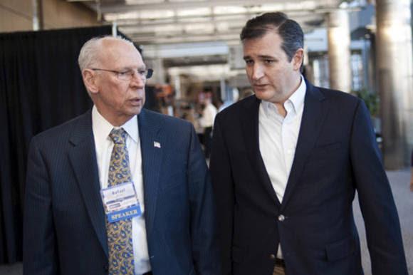 El senador Cruz con su padre, Rafael.