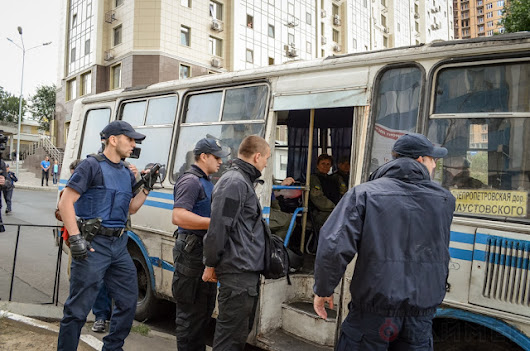 Right Sector attack Russian voters in Odessa, brawl with police (PHOTOS) - Like This Article